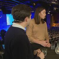 Ungdomsförbundsordförande Hanna Lidström, språkrör Grön Ungdom och Benjamin Dousa, ordf Muf med programledare Lotta Bouvin-Sundberg.