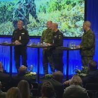 Eva Hamillton med Jonas Haggren, chef ledningsstaben Försvarsmakten Fredrik Ståhlberg, chef armétaktisk stab, Försvarsmakten Mats Helgesson, flygvapenchef Försvarsmakten Jens Nykvist, marinchef Försvarsmakten .
