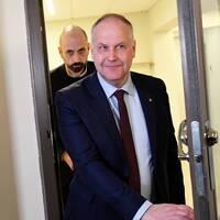 Vänsterpartiets partiledare Jonas Sjöstedt (V) på väg till talmannen.