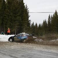 Teemu Suninen kraschar på lördagens andra sträcka i Svenska rallyt.