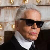 Den berömde modeskaparen Karl Lagerfeld har avlidit, 85 år gammal.