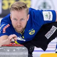 Niklas Edin glider på isen.