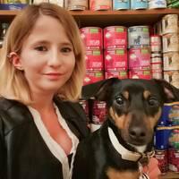 Helena Adams, 27, från jobbar med marknadsföring och bor tillsammans med hunden Charlie i Cardiff, Wales – hon är en av många som oroas för effekterna av en potentiell avtalslös brexit.