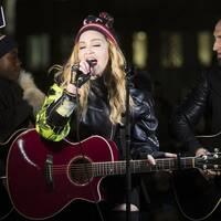 Det är nu bekräftat att Madonna kommer uppträda under lördagens final av Eurovision song contest.