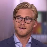 Badande Parisbor i en fontän och SVT:s meteorolog Mikael Sjöstrand.