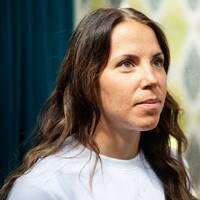 Charlotte Kalla blev chockad när hon fick reda på att Mona-Liisa Nousianen avlidit.
