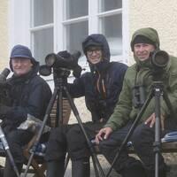 De tre strandsatta fågelskådarna på Nidingen. Från vänster: Mikael Hake, Filip Jansson och Ulf Ståhle.