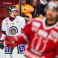 Frölundas Rhett Rakhshani jublar efter att han gjort 1-1 under ishockeymatchen i SHL mellan Örebro och Frölunda den 21 september 2019 i Örebro.