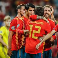 Sergio Ramos, i mitten, missar matchen mot Sverige.