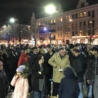 Flera hundra personer samlades på onsdagen på Möllevångstorget i en manifestation mot våldet i Malmö.