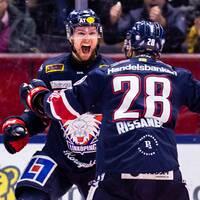 Linköpings Andrew Gordon jublar efter 2-1 i den andra perioden, som LHC dominerade.