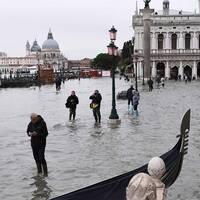 Här är Markusplatsen i Venedig under onsdagen, dagen efter att ett kraftigt regnoväder drog in över södra Italien.