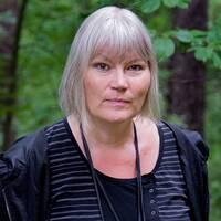 Anna-Lena Lodenius, expert på extremism, känner inte till något tidigare svenskt fall där dockor i snaror har hängts upp utanför kommunhus. Enligt Expos Daniel Poohl kan vi dock vänta oss fler liknande aktioner från vit makt-rörelsen. På bilden till vänster syns Anna-Lena Lodenius, till höger Daniel Poohl.