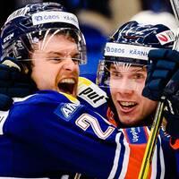 Växjös Brendan Shinnimin och Miika Koivisto jublar efter mål 3-2 under ishockeymatchen i SHL mellan Växjö och Färjestad den 16 november 2019 i Växjö.