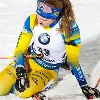 En sittande Mona Brorsson efter målgången i Östersund.