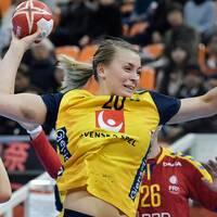 Sveriges Isabelle Gulldén under tisdagens match i handbolls-VM för damer, mellanrundan, grupp 2, mellan Sverige och Rumänien i Park Dome.