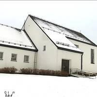 Exteriör på den vita kyrkan i Ånge.