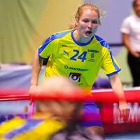 Ida Sundberg i det svenska laget som möter Finland i VM-semifinalen.