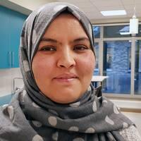 Jag känner mig fullt integrerad, säger Naouel Aissaoui, lärare på Prästamosseskolan i Skurup, bördig från Tunisien och slöjbärare.
