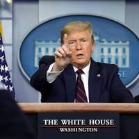 Donald Trump under presskonferensen på fredagskvällen svensk tid.