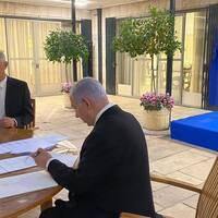 Benny Gantz och Benjamin Netanyahu tvingades komma överens om en koaltionsregering