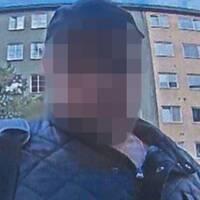 Bild från en bankomat i Stockholm när en av de misstänkta männen misslyckades med att försöka ta ut 600 kronor med den döde 70-åringens bankkort.