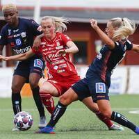 Piteås Julia Karlernäs i närkamp med Linköpings Ebere Orji.
