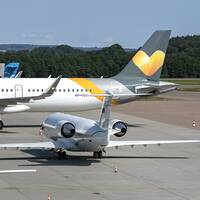 Flygplan som flyger för Ving