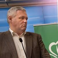 Centerpartiets Anders W Jonsson är mycket kritisk till regeringens förslag om en tillfällig pandemilag.