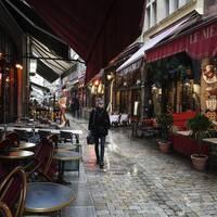Tomma restauranger i franska Lyon i oktober. Arkivbild.