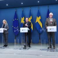 Statsminister Stefan Löfven, socialminister Lena Hallengren (S), och Folkhälsomyndighetens generaldirektör Johan Carlson.