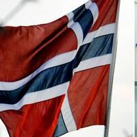 Efter viss osäkerhet i frågan om vad som ska gälla för vårdpersonal som är samboende med någon som arbetspendlar till Norge, har nu Folkhälsomyndigheten förtydligat sitt besked.