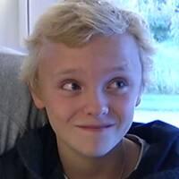 Oliver Solberg som liten och tonåring.
