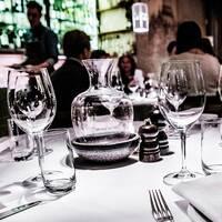 Arkivbild på restaurangbord.