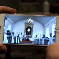 Starta klippet för att höra Lena Nilsson reagera på priset för en direktsänd digital begravning – högst 20 deltagare får närvara fysiskt vid begravningar i kyrkan enligt riktlinjerna på grund av coronapandemin.