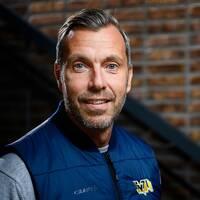 Johan Hult, sportchef i HV71, poserar för porträtt under hockeyallsvenskans upptaktsträff.