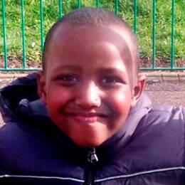 Åttaårige Yuusuf blev offer för den hänsynslösa handgranatsattacken på Dimvädersgatan.