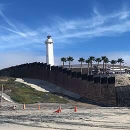 Gränsen mellan södra Kalifornien och Tijuana i Mexiko består redan i dag av barriärer och patrulleras av gränsvakter.