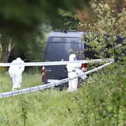 Äldre man hittades död i soptunna på ett ödetorp i Svenljunga.