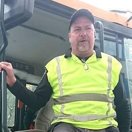 Dick Gräsman är snöröjare i Täby.