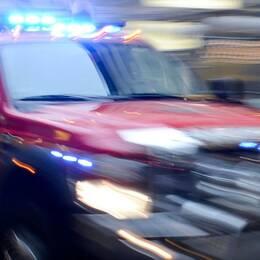 Mindre fordon från räddningstjänsten under utryckning