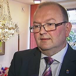 Efter att Handelshögskolans professor Kjell A. Nordström kallat Värmland för skräpyta slår nu landshövdingen tillbaka.