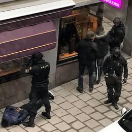 Tre personer har gripits och anhållits, misstänkta för inblandning i dubbelmordet i Rinkeby.