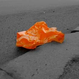 Orange plastpåse