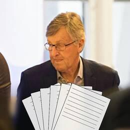 Saab-chefer förhörs om ifrågasatt avtal