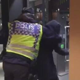 polis, väven, svängdörr