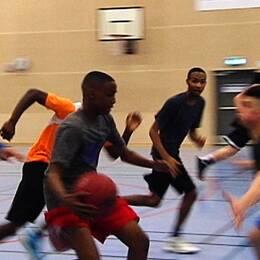 Västra Hisingen basket vill få ungdomar att välja rätt väg i livet.
