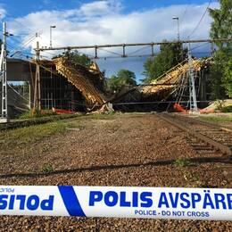 En rasad bro med polisavspärrning i förgrunden.