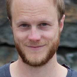 Jens Klitgaard är skribent och manusförfattare som tidigare publicerat flera artiklar om manlighet. Han har också arbetat som föreläsare om ämnet, drivit ett killgruppsprojekt och varit sexualupplysare ute i skolor.