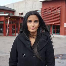 Priscilia Haddad, reporter på SVT Nyheter som vuxit upp på Kronogården i Trollhättan.